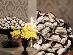 mesa-de-doces-amarelo-preto-suzana-pimenta-casar-2011-3-bem-casado-papel-crepom-estampado.jpg 600×450 pixels