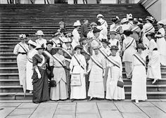Frank Wheeler Mondell, Representative from Wyoming, with suffragettes at the Capitol, 1914
