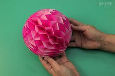 Aprenda a Fazer Bolinha de Papel de Seda                                                                                                                                                                                 Mais Recycled Crafts, Diy And Crafts, Arts And Crafts, Paper Crafts, Book Sculpture, Ideas Para Fiestas, Luau Party, Paper Lanterns, Kirigami
