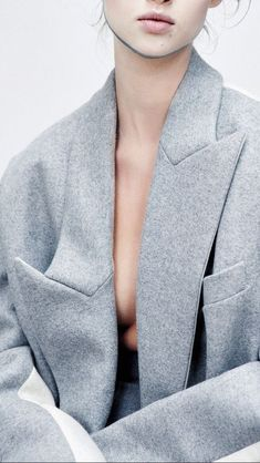 grey Stella McCartney coat with wide lapels #style #fashion