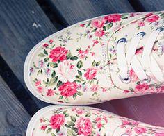 cute shoes, I love floral prints Pretty Shoes, Cute Shoes, Me Too Shoes, Beautiful Shoes, Floral Sneakers, Floral Shoes, Floral Vans, Ankle Boots, Shoe Boots