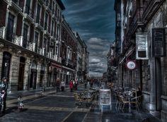 Años que quedan atrás, días que pierden valor sin ver el despertar.  Calle Ancha en León  #leonesp #Spain #Leon