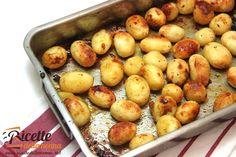 Le patate al forno rappresentano un contorno praticamente universale che può essere abbinato praticamente ad ogni secondo. Per renderle più saporite e gustose potete utilizzare il miele seguendo questa ricetta. Procedimento Sbucciate le patate e mettetele in una teglia da forno. Unite gli odori. Le foglie di salvia, i rametti di rosmarino e di timo, […]