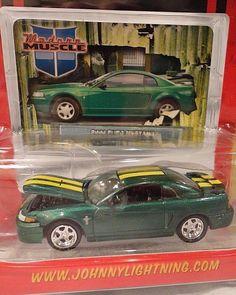 Johnny Lightning 2000 Ford Mustang Car Green Diecast 1/64 Modern Muscle R2 #JohnnyLightning #Ford