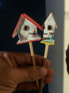 Casinha de passarinho, um mimo feito pela artesã Lene Barros (veja lá no insta coisammiudaarte)