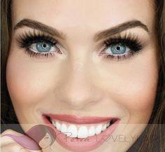 ARDELL USA DOUBLE UP EYELASH GLAM 207 Speciální umělé a přírodní řasy nalepovací dvojité Vyrobeno ze 100% lidských vlasů. Rozměr řasy: Vnitřní 8mm, střed 13mm, vnější kraj 9mm Popis: Protože jsou oči okna do duše, zaslouží si extra atraktivní možnosti, pokud jde o řasy. Klasické černé řasy ze 100% přírodního vlasu změní váš běžný pohled na mimořádný a to během několika sekund. Řasy určené pro ty nejnáročnější. Obsah sady: sada jednoho páru řas Styl: Glamour Tvar řasy vhodný pro: Velké oči…
