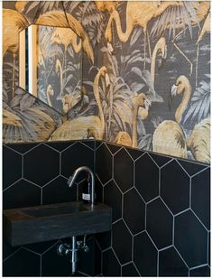 Toilet Restaurant, Deco Restaurant, Flamingo Wallpaper, Lion Wallpaper, Wallpaper Toilet, Cool Toilets, Toilet Decoration, Toilette Design, Caribbean Homes