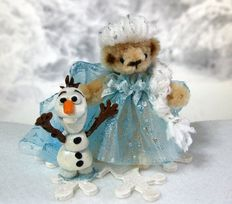 Frozen Elsa Pipe Cleaner Teddy with Olaf! :)