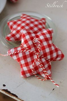 tied up with strings Christmas Love, Christmas Crafts, Christmas Decorations, Christmas Ornaments, Merry Christmas, Box Deco, Deco Table Noel, Red Cottage, Red Gingham