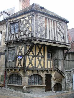 #Clamecy et sa richesse historique, ici, une maison typiquement médiévale au coeur de la ville !