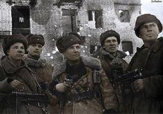 Победители! Прошли ад, устроенный европейцами в нашем доме, остались людьми. Это мои отцы, деды, братья. А вы мне в ООН объясняете, что мы не тех и не так бомбим?! Сволочи американские и брюссельские, что вы знаете про освобождение городов!!
