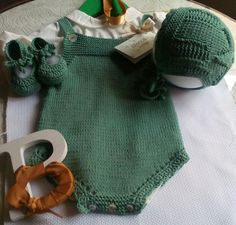 Blancaypunto Knitted Baby Clothes, Crochet Clothes, Knitting For Kids, Baby Knitting, Crochet Bebe, Knit Crochet, Baby Patterns, Knitting Patterns, Baby Pants