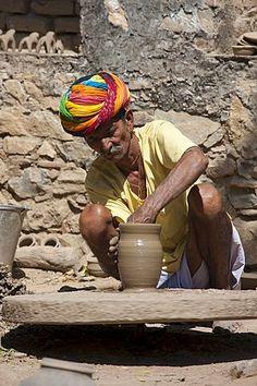 Indian potter, Nimaj village, Rajasthan, Northern India