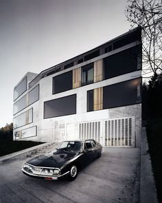 "architectura: "" deuscustoms: "" Never miss an opportunity to repost a shiny black SM. "" NO WORDS """