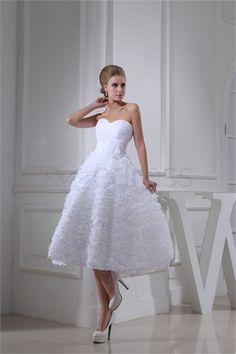 Robe de mariée courte Sans bretelles en Satin A-ligne http://fr.SzWedress.com/Robe-de-mariée-courte-Sans-bretelles-en-Satin-A-ligne-p20072.html