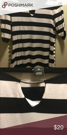 WHBM black and white top Cotton stretch with silver 1/2 loop on picture shown WHBM black and white soft cotton White House Black Market Tops Blouses