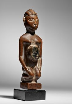 Figura de Yombe que se arrodilla