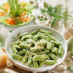 Zielone kluski warzywne z masłem i serem Green Beans, Coleslaw, Dinner, Vegetables, Ethnic Recipes, Food, Diet, Dining, Coleslaw Salad