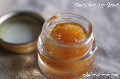 DIY: nourishing lip scrub