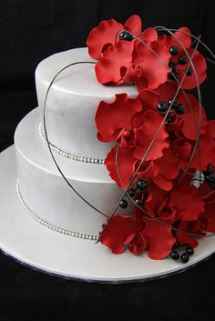 Love the silver with the red. Nice touch with black berries.