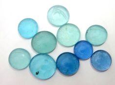 círculos  de vidro utilizados para confecção de artesanatos, Mosaicos,Bijuterias e/ou outras aplicações decorativas e artesanais. Pacotes com 10 peças  TONS DE AZUL - sortidos R$6,90