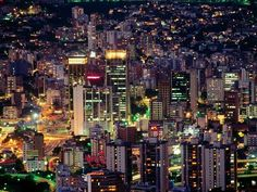 Lights, neon, smog, all kinds of sounds... that's my beloved Caracas, a lullaby for me. It's a shame how insecure and messy it is.