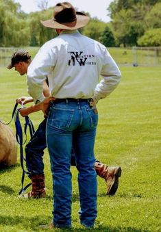 Send me your pics in Wrangler Men In Tight Pants, Tight Leather Pants, Wrangler Jeans, Hot Country Men, Estilo Country, Cowboys Men, Cowboy Outfits, Bear Men, Hot Guys
