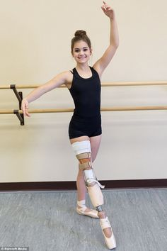 Amputee Ballerina Who Lost Her Leg To Cancer, Makes An Unbelievable Recovery - Ballett - Kunst Dance Photos, Dance Pictures, Ballerine Degas, Belly Dancing Classes, Pointe Shoes, Ballet Shoes, Ballet Skirt, Modern Dance, Lets Dance