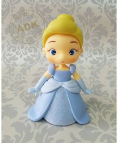 Cinderella certainly looked like the belle of the ball on this amazing princess cake that was the centerpiece of a Cinderella-themed party. Cake Topper Tutorial, Fondant Tutorial, Polymer Clay Dolls, Polymer Clay Crafts, Cinderella Birthday, Cinderella Princess, Cinderella Cakes, Princess Aurora, Princess Bubblegum