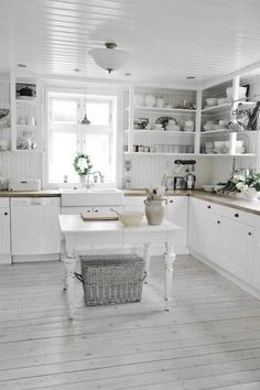 Home Interior And Gifts Shabby chic kitchen flooring.Home Interior And Gifts Shabby chic kitchen flooring Cocina Shabby Chic, Muebles Shabby Chic, Shabby Chic Kitchen Decor, Shabby Chic Farmhouse, Shabby Chic Interiors, Shabby Chic Homes, Shabby Chic Furniture, Rustic Decor, Shabby Chic Flooring
