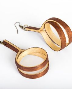 spool earrings from curved wood by natarti