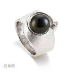 Atelier Reister - Ring aus Silber 925/- mit einem Brillanten sowie einer schönen Tahiti Perle.