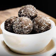 Keto Fat Bomb Recipes Delicious Snacks for Energy & Hunger Control - Keto Diet Keto Snacks, Delicious Snacks, Yummy Food, Keto Desserts, Keto Foods, Dessert Recipes, Tasty, Keto Fat, Low Carb Keto