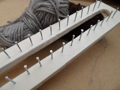 how to make a knitting loom # diy knitting loom how to make Rectangular Loom Diy Knitting Loom, Diy Knitting Needle Case, Diy Knitting Needles, Diy Knitting Projects, Interchangeable Knitting Needles, Loom Knitting Blanket, Knifty Knitter, Finger Knitting, Crafty Projects
