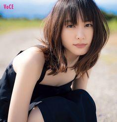 【新垣結衣を深堀り!】最近ハマっているメイクは?プレッシャーとの向き合い方は?|鬼木朋子|ビューティニュース|VOCE(ヴォーチェ)|美容雑誌『VOCE』公式サイト Cute Japanese, Japanese Beauty, Japanese Girl, Asian Beauty, Cute Girl Photo, Beautiful Girl Image, Japanese Models, Cute Korean, Great Hair
