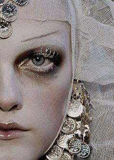 This year's costume is Weeping Madonna Makeup inspo Vlada Roslyakova at John Galliano F/W 2009 Runway Makeup, Beauty Makeup, Eye Makeup, Hair Makeup, Hair Beauty, Ghost Makeup, Make Up Looks, John Galliano, Vlada Roslyakova