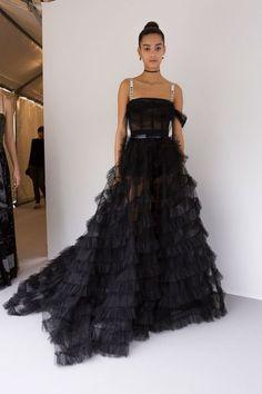 Christian Dior at Paris Fashion Week Spring 2017 Christian Dior Spring 2017 Vestidos Fashion, Fashion Dresses, Couture Fashion, Runway Fashion, Paris Fashion, Luxury Fashion, Fashion Spring, Fashion Fashion, Black Wedding Dresses