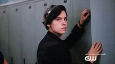 Riverdale is full of interesting characters, but none of them compare to Jughead Jones. Aside from the fact that he's played by heartthrob Cole Sprouse, his Cole M Sprouse, Sprouse Bros, Cole Sprouse Jughead, Dylan Sprouse, Riverdale Gifs, Riverdale Archie, Riverdale 2017, Betty Cooper, Clary Fray