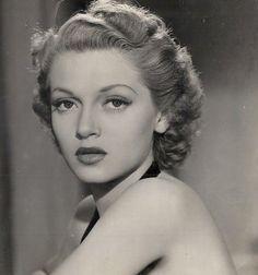 Lana Turner in These Glamour Girls (1939)