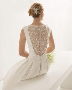 ORENSE traje de novia con escote barco y espalda bordada con encaje y pedrería.