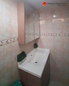 Mobiliario a medida para tu baño 🛁 Cali, Colombia 🇨🇴   ⠀⠀⠀⠀⠀⠀⠀⠀⠀⠀⠀⠀ #remodelaciones #remodelacionbaños #gabinestesbaño #gabinestesdebaño #mueblesbaño #mubelescali #mobiliariobañoamedida #mublesolmedo Cali Colombia, Corner Bathtub, Bathroom, Bathroom Furniture, Washroom, Full Bath, Bath, Bathrooms, Corner Tub