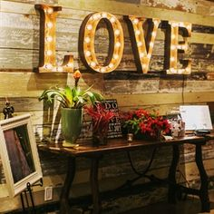 Love Lighted Sign suits a yellow-themed wedding