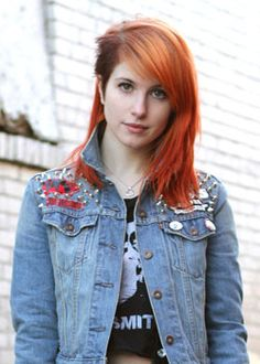 Hayley Williams luv her hair! Hayley Paramore, Paramore Hayley Williams, Hayley Williams Style, Taylor York, Shaved Head, Creative Hairstyles, Undercut Hairstyles, Green Hair, Her Style