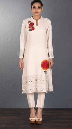 Beautiful Khadi Kurti with superb embellishments. Khadi Kurti, Older Women Fashion, Womens Fashion, Kurta Designs, Dress Designs, Embroidery Dress, Hand Embroidery, Designer Dresses, Designer Kurtis