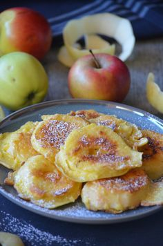 Fritters of apples within the pan and with out frying Desserts With Biscuits, Köstliche Desserts, Delicious Desserts, Dessert Recipes, Yummy Food, Beignets, Drink Recipe Book, Instant Pudding, Fritters