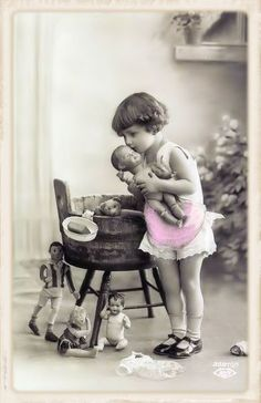 Ideas photography vintage children antique photos for 2019 Vintage Abbildungen, Images Vintage, Vintage Girls, Vintage Pictures, Old Pictures, Vintage Prints, Old Photos, Baby Pictures, Antique Photos