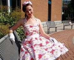 gorgeous 1950′s halter top with circle skirt rockabilly dress pattern for free (free membership required to download)