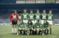 L'AS Saint-Etienne 1975-76 : debout (de g. à d.) : Curkovic, Janvion, Piazza, Farison, Bathenay, Lopez et Synaeghel. Accroupis (de g. à d.) : H. Revelli, Rocheteau, Larqué et P. Revelli.