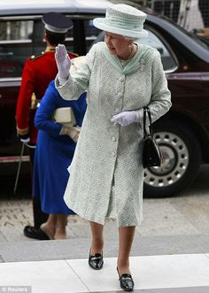 Britain's Queen Elizabeth waves to her adoring public as she arrives for the service    Read more: http://www.dailymail.co.uk/news/article-2154783/Diamond-Jubilee-2012-Archbishop-Canterbury-pays-tribute-Queens-selfless-service.html#ixzz2NCpgtJhP   Follow us: @MailOnline on Twitter | DailyMail on Facebook