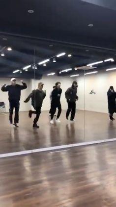 Bts Aegyo, Jungkook Abs, Bts Taehyung, Jhope, Bts Dance Practice, Kpop Gifs, Bts Wallpaper Lyrics, Bts Tweet, Bts Beautiful